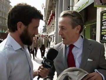 Gonzo entrevista a Hermann Tertsch en El Intermedio