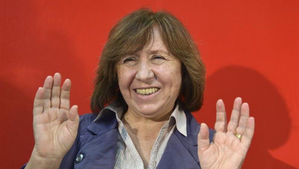 La escritora Svetlana Alexievich durante una rueda de prensa