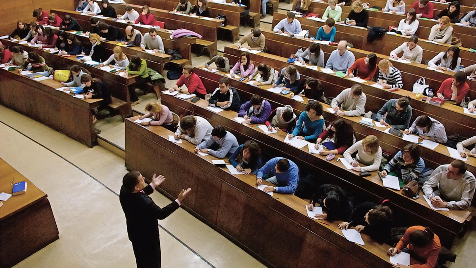 Los profesores que investigan imparten