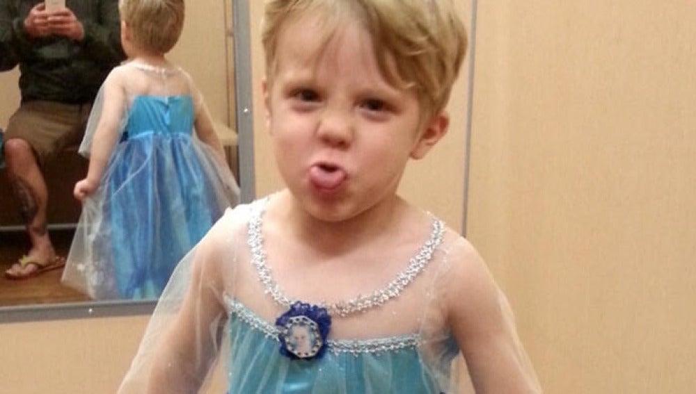 Caiden Henson disfrazado de Elsa