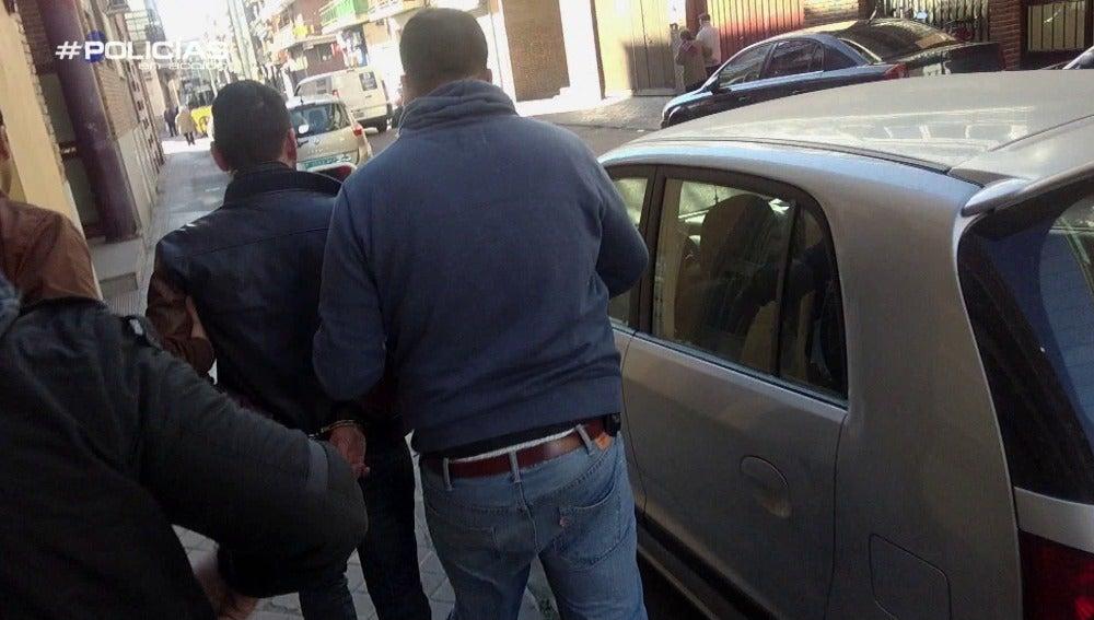 La Policía se enfrenta a los ciudadanos por el robo de una moto por unos jóvenes gitanos