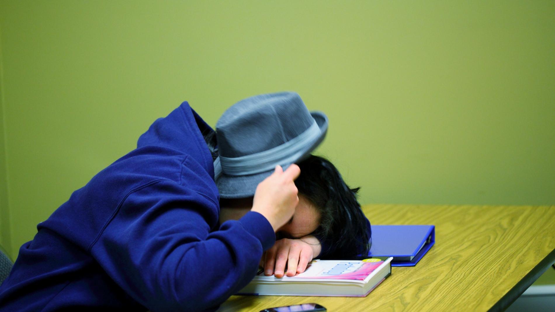 Los adolescentes duermen menos según cum