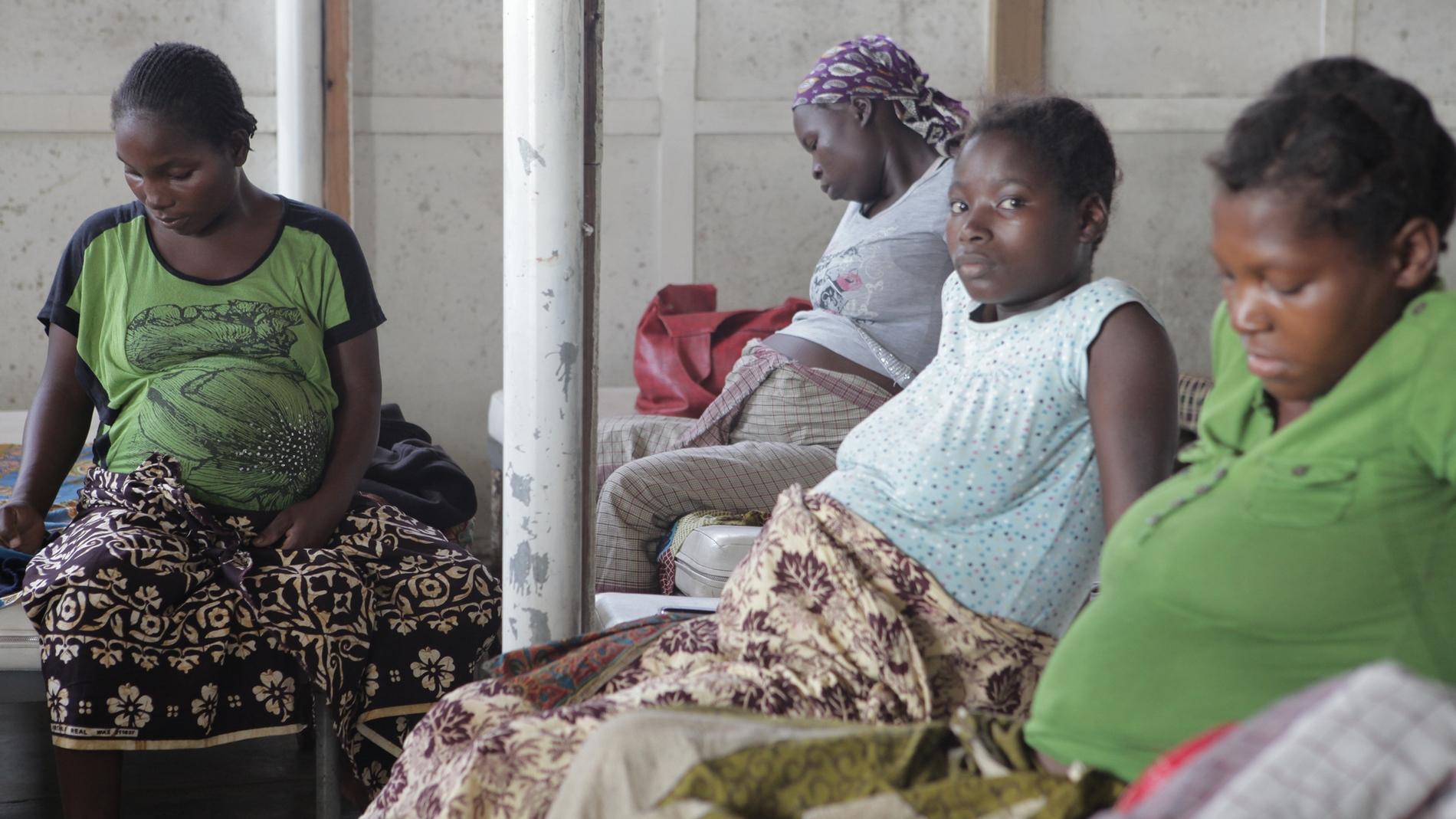 Mujeres embarazadas en el Hospital Distr