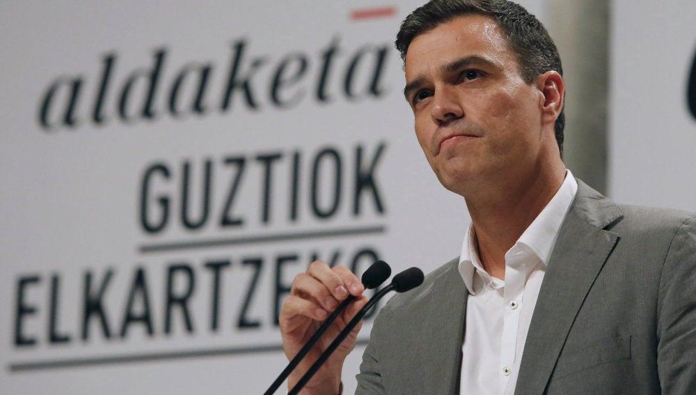 El secretario general del PSOE, Pedro Sánchez, interviene en un acto político de su partido en Eibar