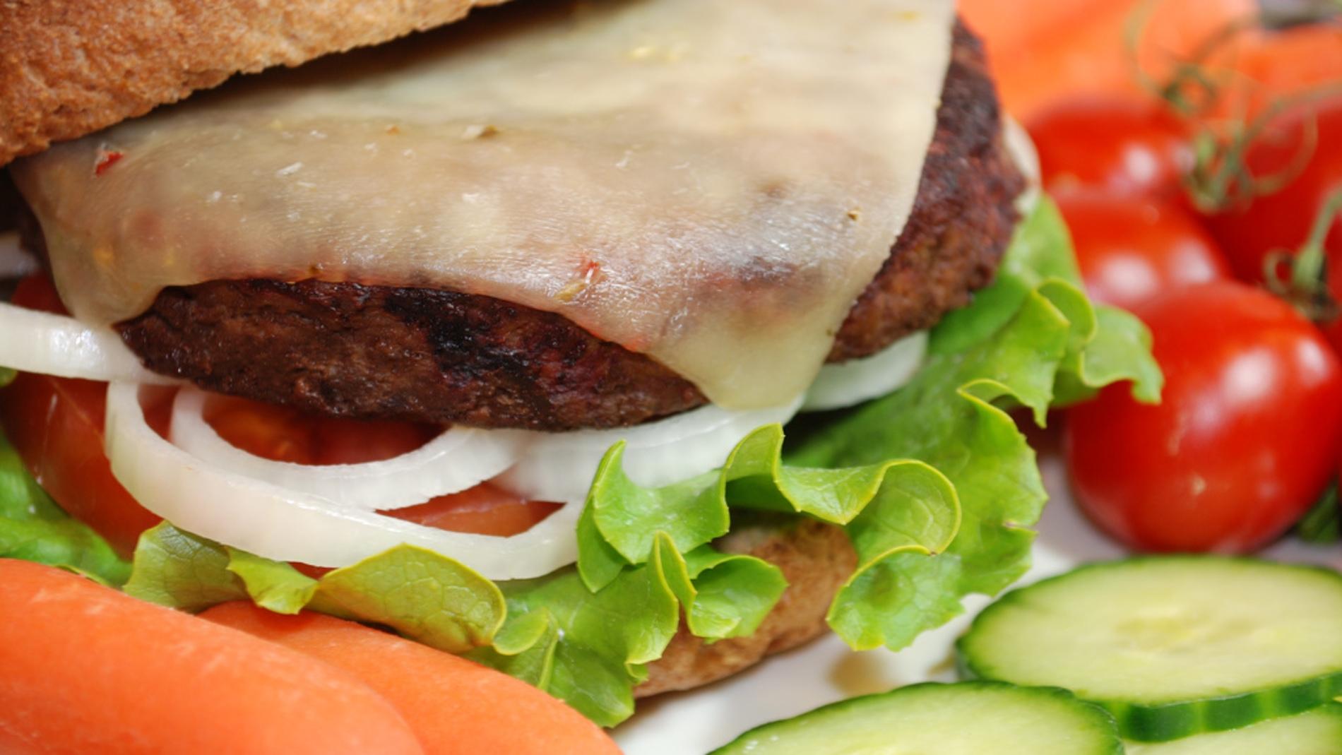 La dieta mediterránea indica que la carn
