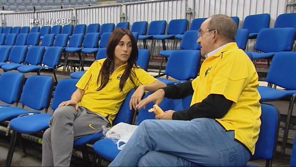 La Jefa acompaña a los voluntarios en su labor al final de los partidos