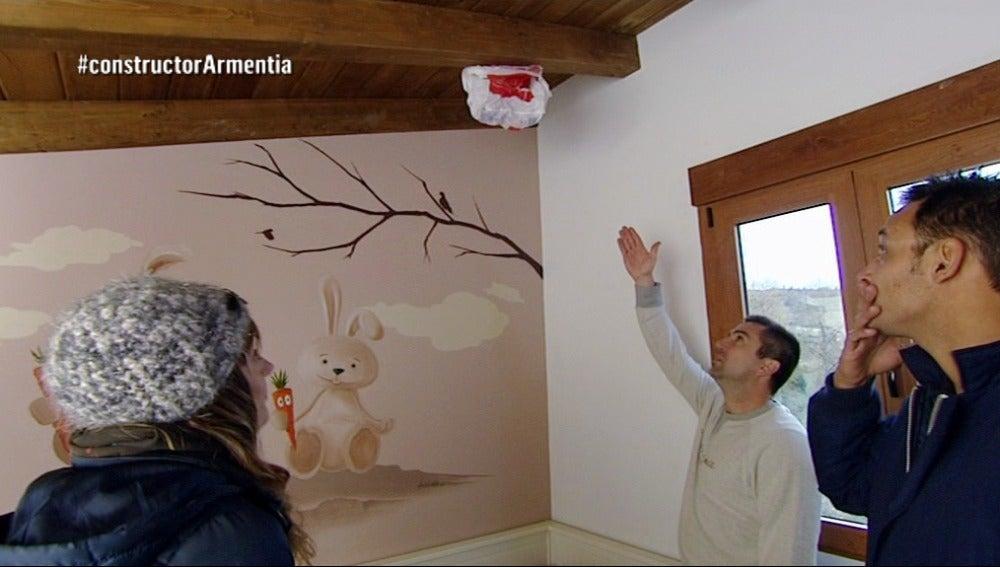 Antonio conoce los problemas de Zuria y Jorge con su casa