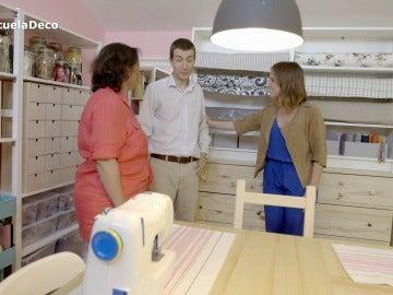 Manuel se asombra con la nueva habitación de su mujer