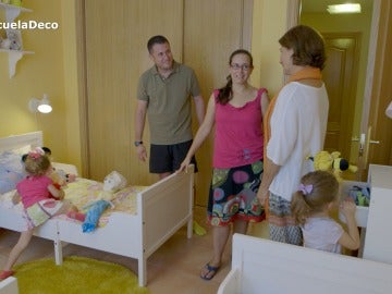 Los trillizos de Laura y David tienen su propio dormitorio