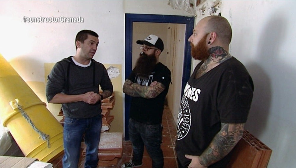 Antonio visita Granada para conocer el piso de Antonio y Toy