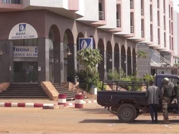 Dispositivo en torno al hotel atacado en Mali