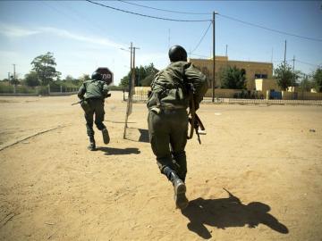 Fuerzas malienses durante enfrentamientos con militantes islamistas