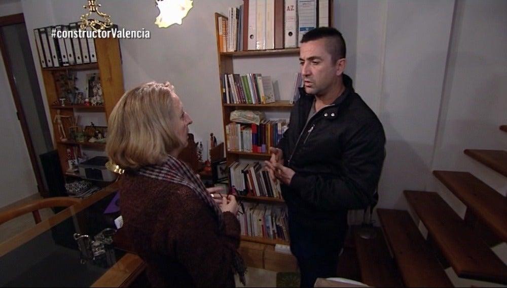 La madre de Marta, también afectada por el constructor a la fuga, habla con Antonio