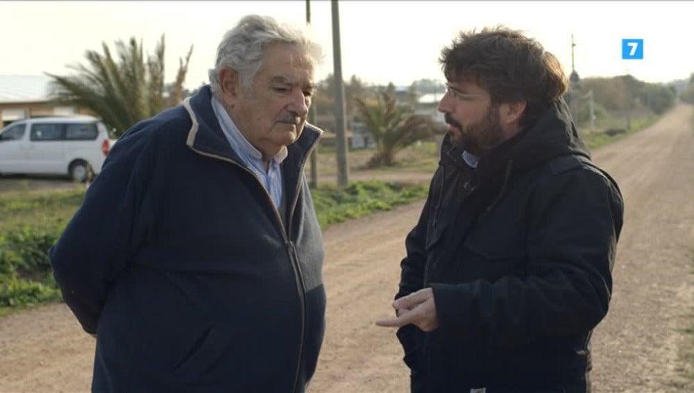 Mújica responde a Jordi Évole sobre su vida de expresidente