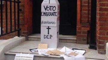 Emigrantes protestan ante la imposibilidad de votar