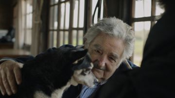 José Mujica con su perra