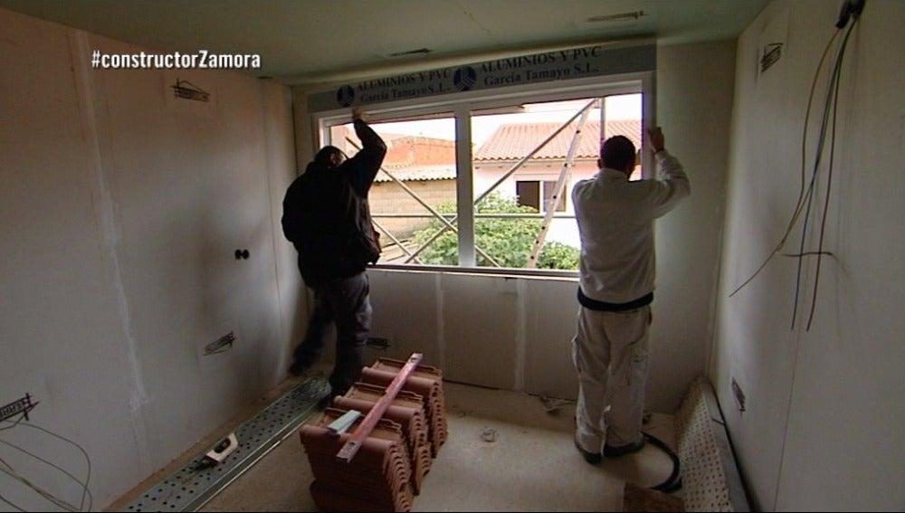 Manuel se encarga de la obra que dejó el constructor a la fuga