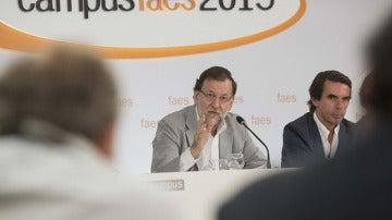 Mariano Rajoy y Aznar en un acto de Faes
