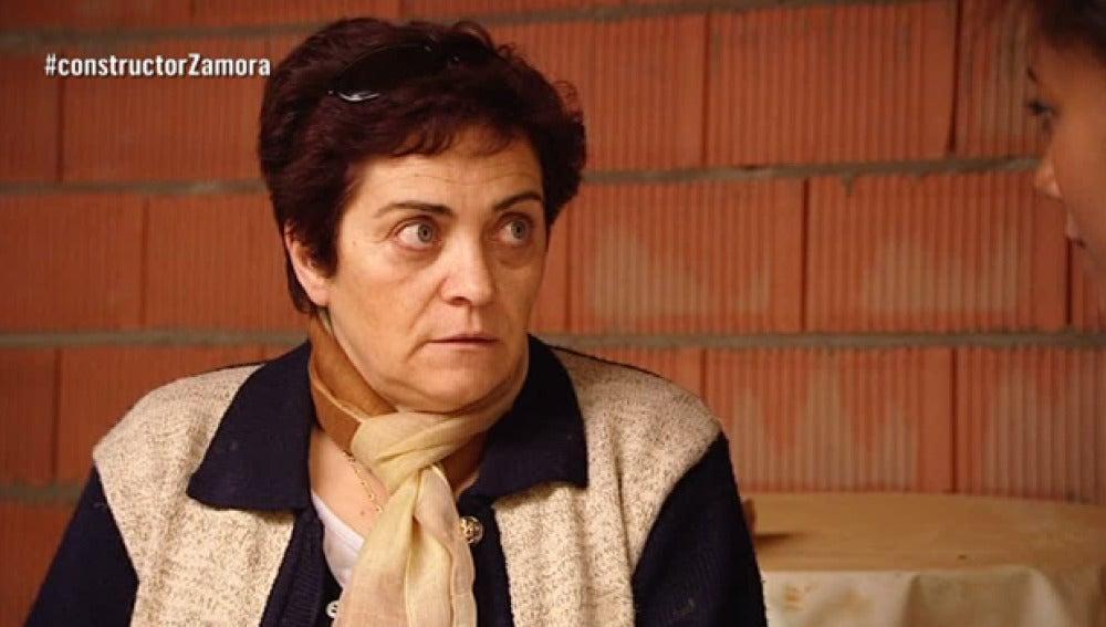 Eme y su familia dan información sobre el constructor a la fuga a Eugenia