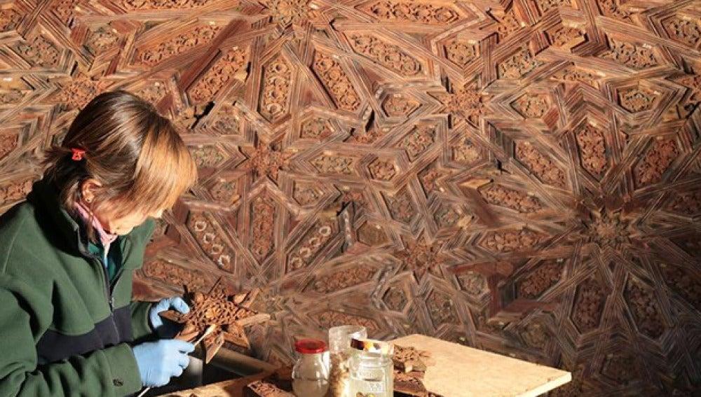 Proceso de restauración en los dibujos hallados en la Alhambra