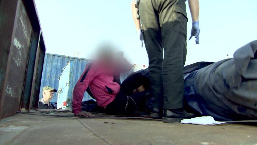 La Guardia Civil buscan personas que intentan coger un barco desde Melilla