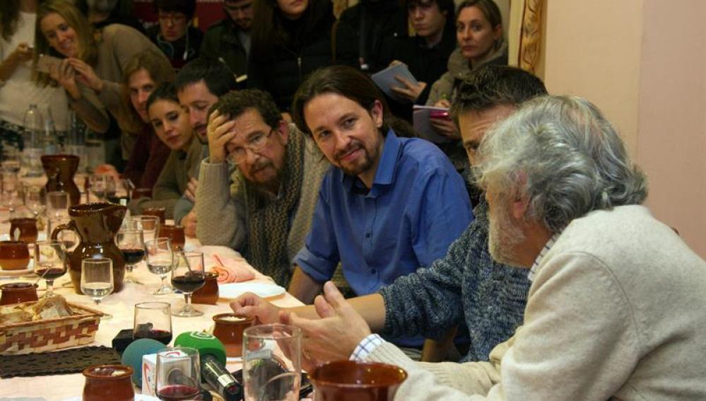 Pablo Iglesias acompañado de su padre, Javier Iglesias