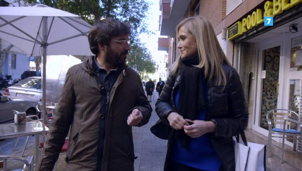 Cristina Cifuentes, junto a Jordi Évole, en Salvados
