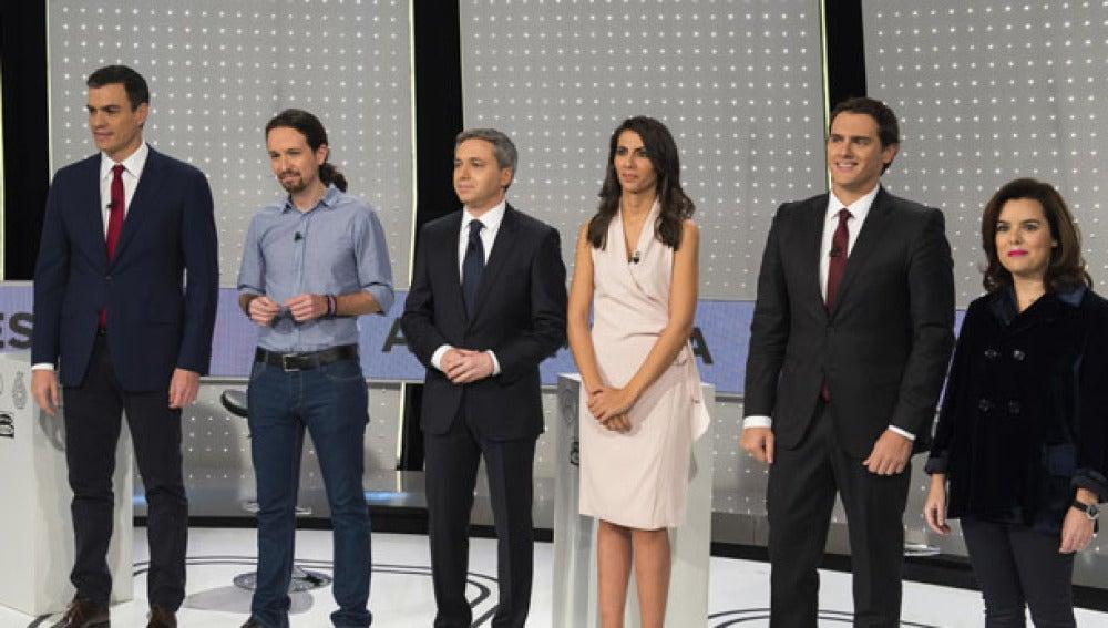 Participantes de 7D junto a los moderadores