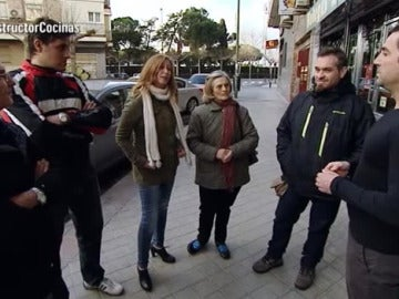Antonio conoce a Felisa, afectada por un constructor a la fuga