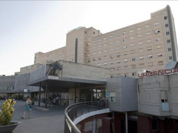 Vista del exterior del hospital de Valme, en Sevilla