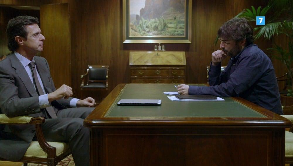 El ministro Soria y Jordi Évole