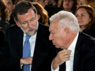 Mariano Rajoy y García-Margallo, en un acto de campaña
