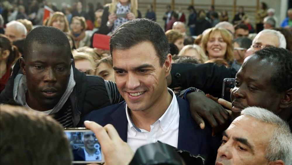 """Pedro Sánchez: """"Se abre el telón y aparecen Rajoy, Rivera e Iglesias juntos, las amistades peligrosas"""""""
