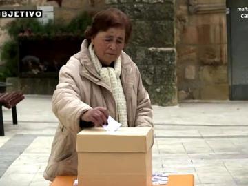 Una mujer votando