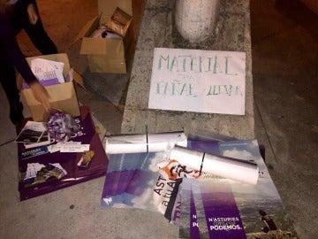 Material de Podemos en el mitin de Asturias