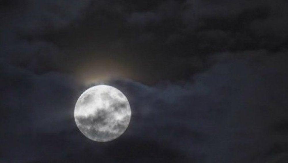 Imagen de una Luna llena