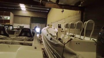 La Guardia Civil registra un almacén de lanchas