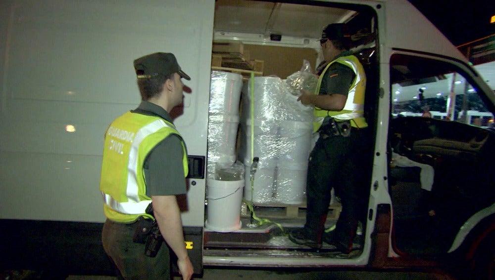 La Guardia Civil da con una mula de una red de tráfico de drogas