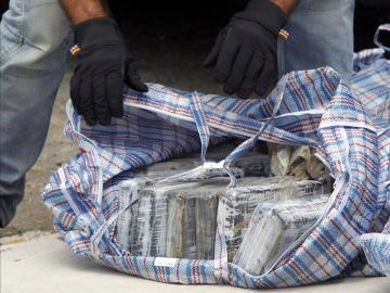 Fardos de cocaína incautados en una operación de desarticulación de una banda de traficantes