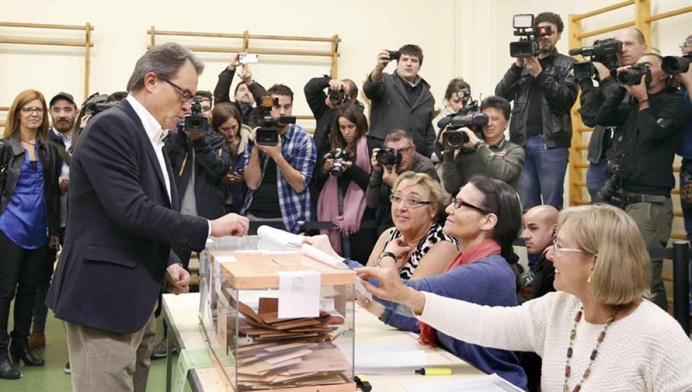 Artur Mas vota en el 20D