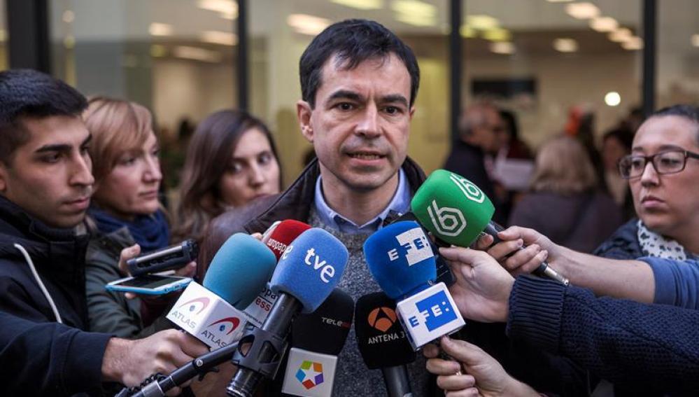 Andrés Herzog ante la prensa tras votar