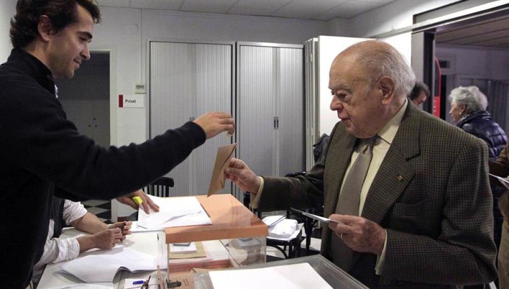 Jordi Pujol acude a las urnas