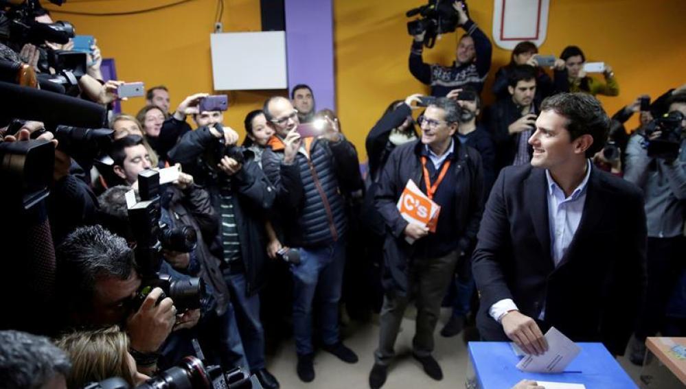 Albert Rivera ejerce su derecho a voto en el 20D