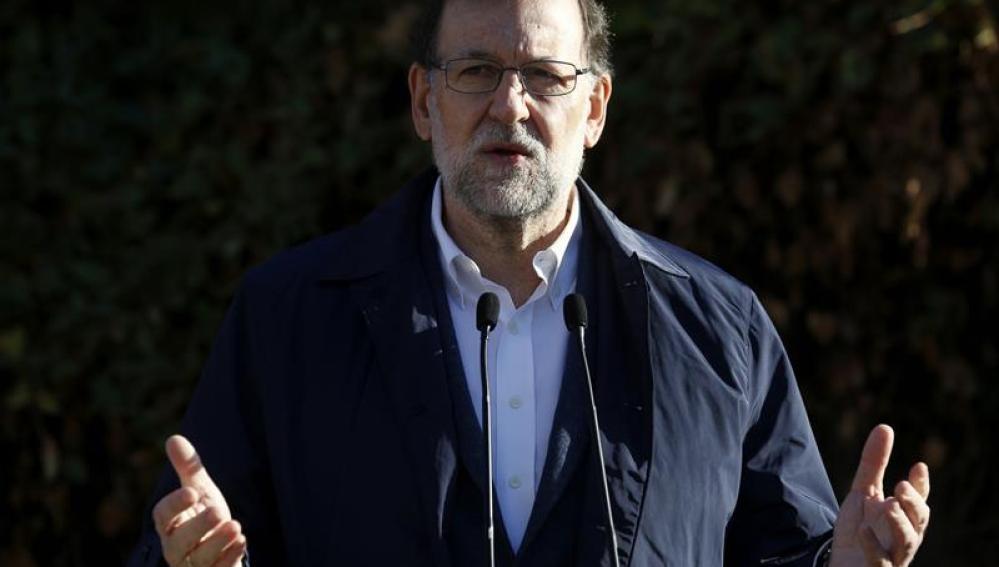 Mariano Rajoy ante la prensa tras votar