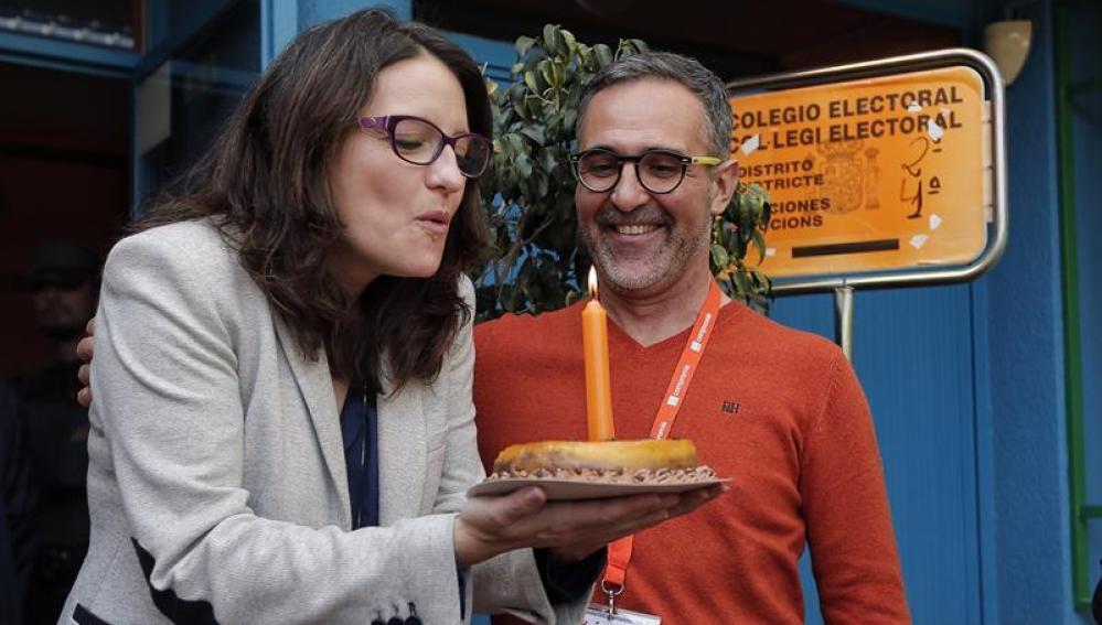 La vicepresidenta del Gobierno Valenciano, Mónica Oltra, que celebra su cumpleaños