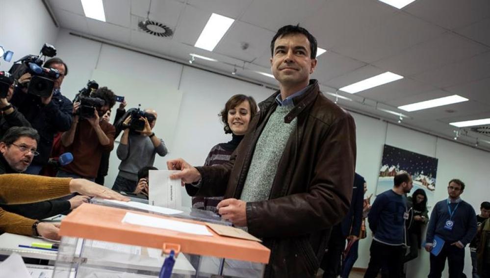 Andrés Herzog votando