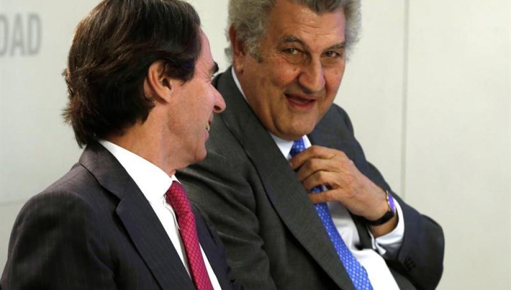 El expresidente del Gobierno José María Aznar y el presidente del Congreso de los Diputados, Jesús Posada