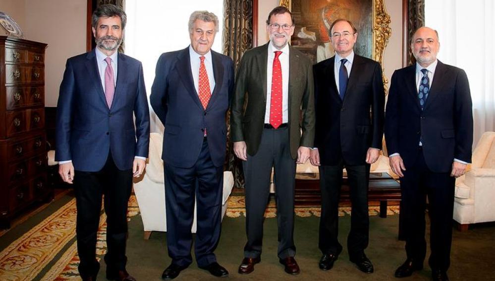Rajoy come en el Congreso con Posada y García-Escudero