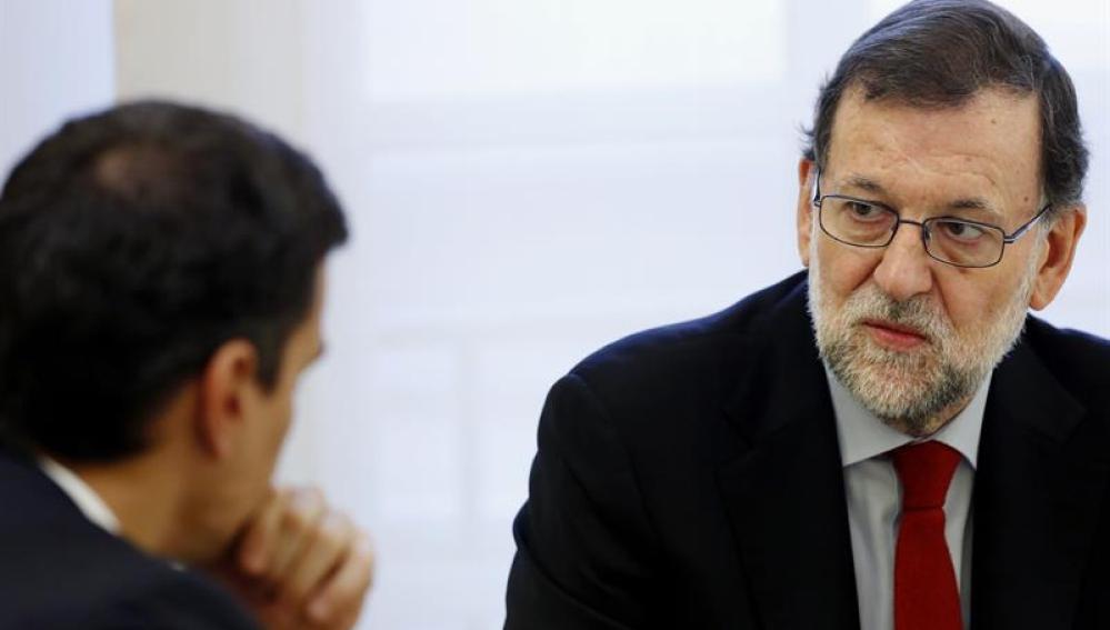 Mariano Rajoy, durante la reunión con Pedro Sánchez en Moncloa
