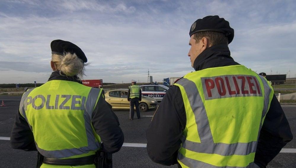 Oficiales de la policía austríaca